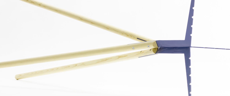 eigenart Designstudio-puristisches Design-Design Garderobenständer-Metall/Holzkombination-leichtfüßig