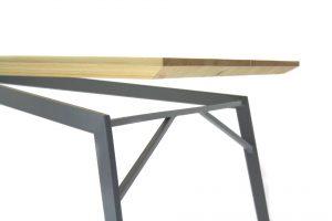 eigenart Designstudio-Esstisch-Schreibtisch-Stahl/Holzkombination-puristisches Design-Geradliniges Design