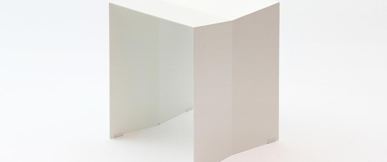 eigenart Designstudio-puristisches Design-gekantetes Stahlblech-Neuinterpretation-Ulmer Hocker-Geradliniges Design-Designerhocker