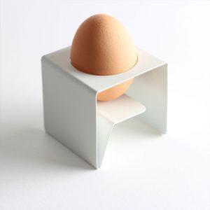 eigenart Designstudio-puristischer Eierbecher-Design Eierbecher-gekantetes Stahlblech
